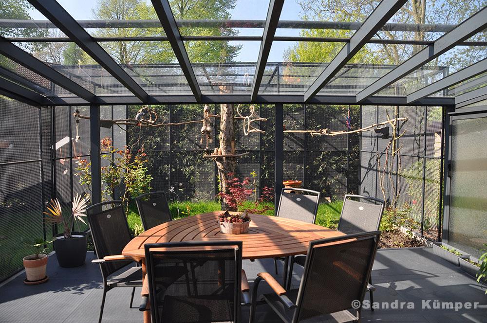 mit papageien leben drinnen und drau en fotobericht. Black Bedroom Furniture Sets. Home Design Ideas